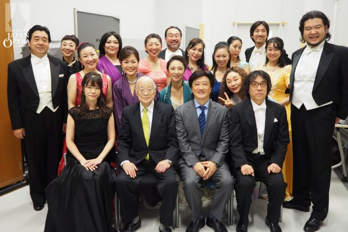 終演後に大賀寛総監督と全出演者で