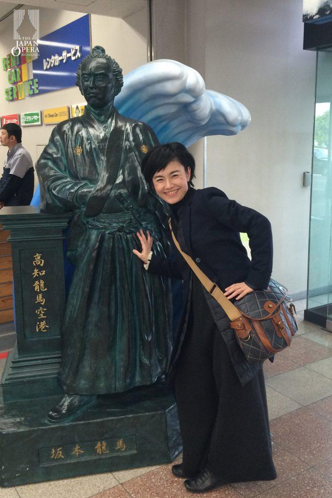 坂本龍馬像と田中祐子マエストロ