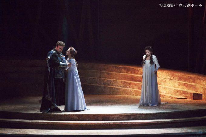 第1幕より フィナーレ(ノルマ:マリエッラ・デヴィーア、アダルジーザ:ラウラ・ポルヴェレッリ、ポッリオーネ:ステファン・ポップ)