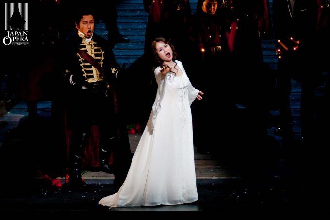 2011年藤原歌劇団公演「ルチア」より(左は須藤慎吾)