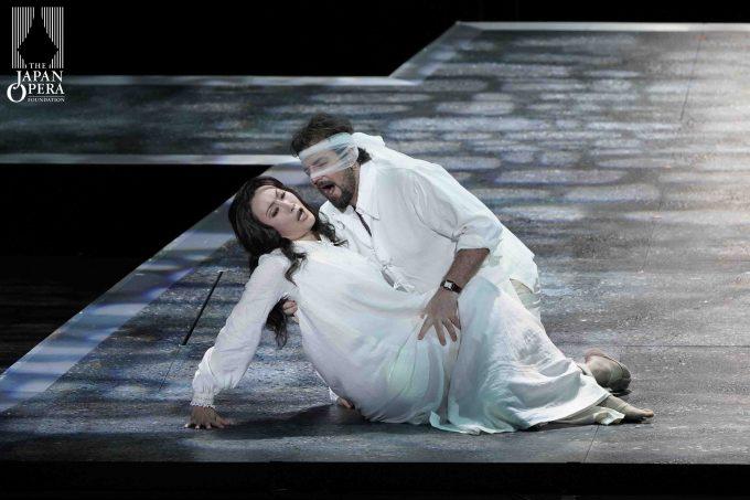 第1幕より ドン・ジョヴァンニ(ニコラ・ウリヴィエーリ)、ドンナ・アンナ(小川里美)