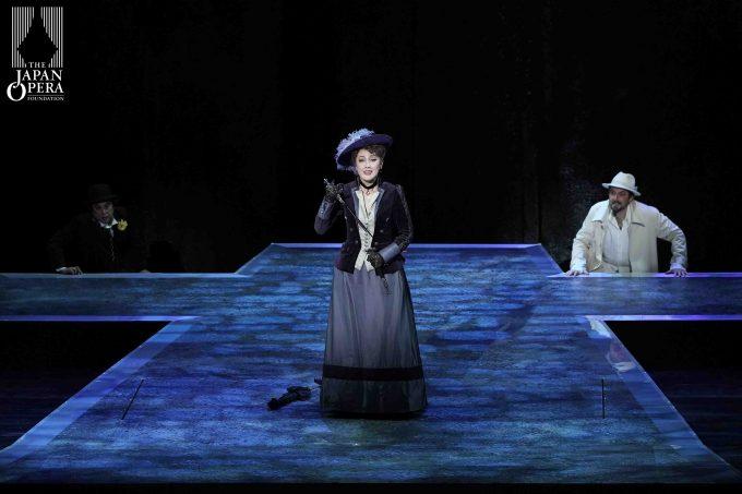 第1幕より ドンナ・エルヴィーラ(佐藤亜希子)、ドン・ジョヴァンニ(ニコラ・ウリヴィエーリ)、レポレッロ(押川浩士)
