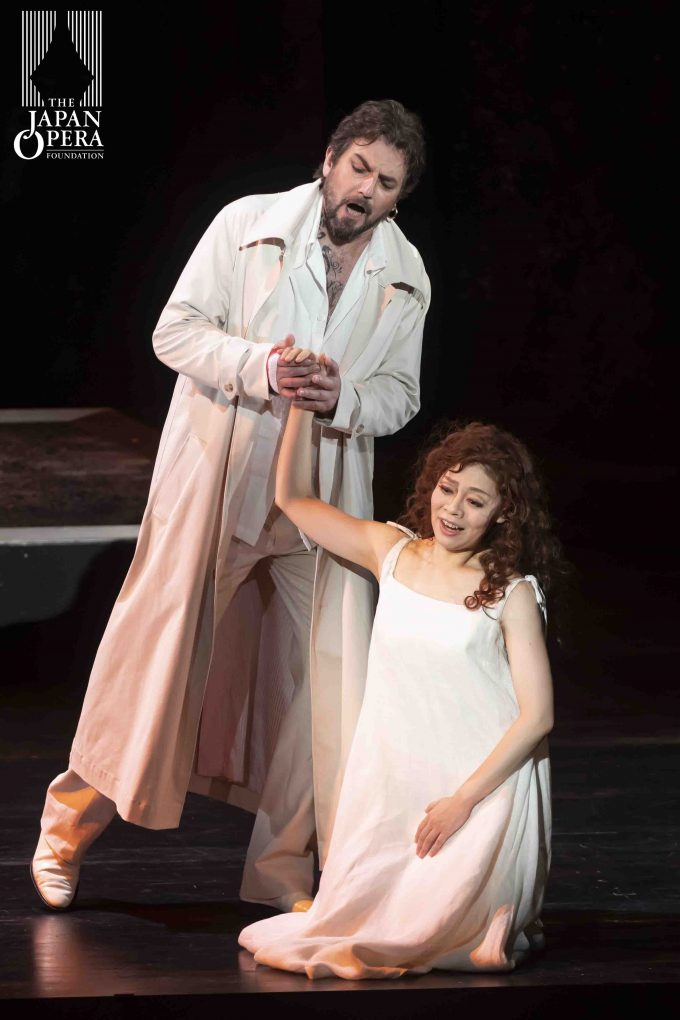 第1幕より ドン・ジョヴァンニ(ニコラ・ウリヴィエーリ)、ゼルリーナ(清水理恵)
