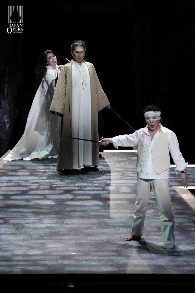 第1幕より ドン・ジョヴァンニ(カルロ・カン)、騎士長(東原貞彦)、ドンナ・アンナ(坂口裕子)