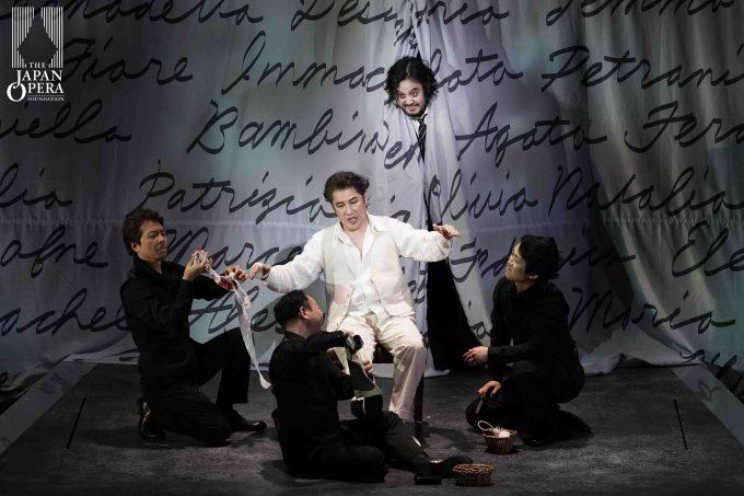 第2幕より ドン・ジョヴァンニ(カルロ・カン)、レポレッロ(田中大揮)