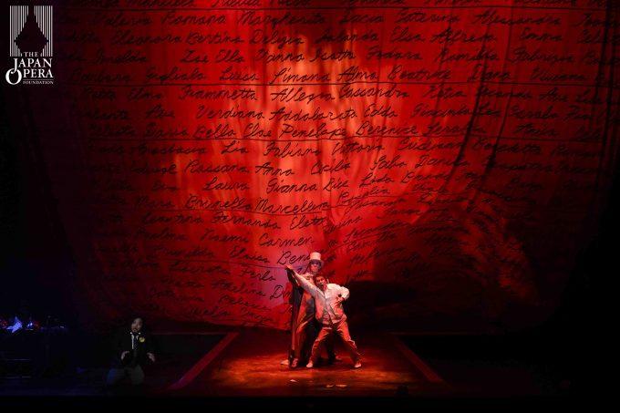 第2幕フィナーレより〈地獄落ち〉 ドン・ジョヴァンニ(カルロ・カン)、騎士長(東原貞彦)、レポレッロ(田中大揮)