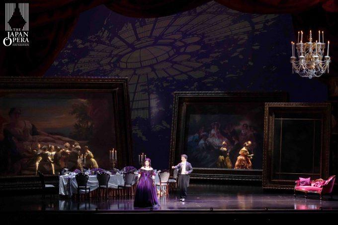 第1幕より ヴィオレッタ:光岡暁恵、アルフレード:中井亮一