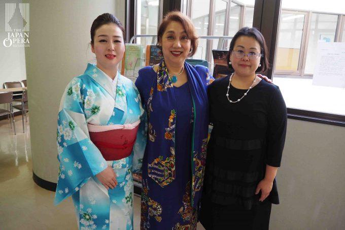 終了後に、郡愛子、坂口裕子(ソプラノ)、松本康子(ピアノ)で