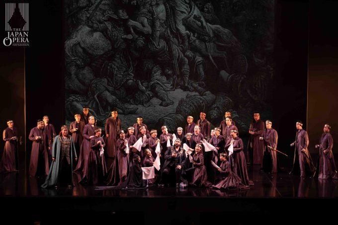 第1幕より ランチョット(アレッサンドロ・ルチアーノ)グイード(小野寺光)、藤原歌劇団合唱部