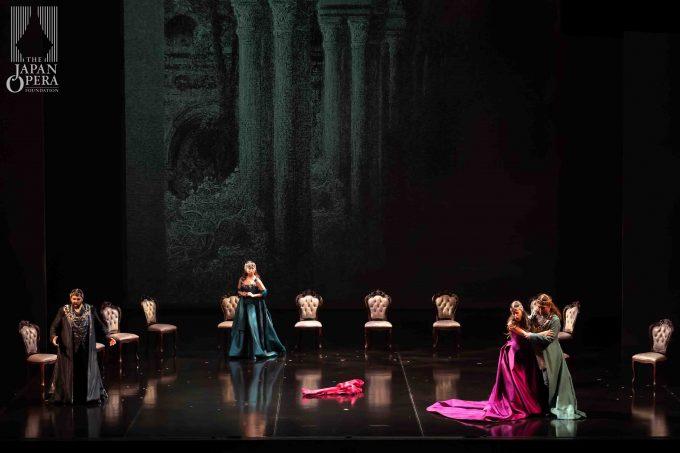 第1幕より フランチェスカ(レオノール・ボニッジャ)、ランチョット(アレッサンドロ・ルチアーノ)、グイード(小野寺光)、イザウラ(楠野麻衣)