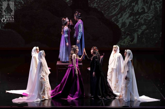 第1幕より フランチェスカ(レオノール・ボニッジャ)、パオロ(アンナ・ペンニージ)