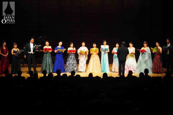 フィナーレは全員でオペラ「ミスター・シンデレラ」より 「ある朝、人生を振り返ったとき」