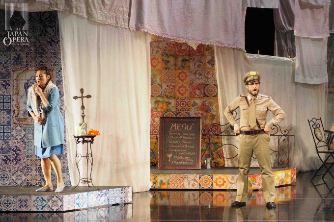 第1幕より レオノーラ(米谷朋子)、エルミーニオ(ラッファエーレ・ペー)