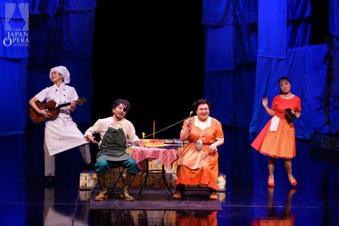第2幕より レオノーラ(米谷朋子)、コルネーリア(山内政幸)、ロジーナ(但馬由香)