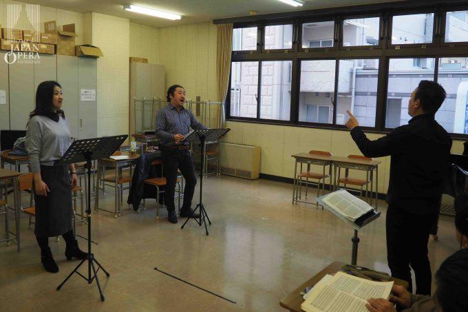 柴田真郁マエストロによる細かい音楽の打ち合わせもしています