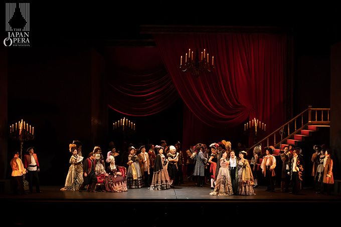 第1幕より マントヴァ公爵(村上敏明)、マルッロ(大野浩司)、ボルサ(有本康人)、チェプラーノ伯爵(上田誠司)、チェプラーノ伯爵夫人(古澤真紀子)、藤原歌劇団合唱部