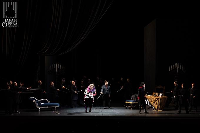 第2幕より リゴレット(上江隼人)、マルッロ(大野浩司)、ボルサ(有本康人)、チェプラーノ伯爵(上田誠司)、藤原歌劇団合唱部