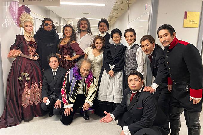 第2幕終了後に柴田真郁マエストロと出演者で