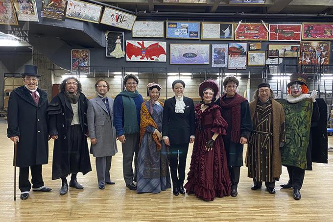 第2幕の後に指揮の鈴木恵里奈さんと出演者で