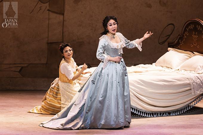 第3幕より 伯爵夫人(迫田美帆)、スザンナ(横前奈緒)