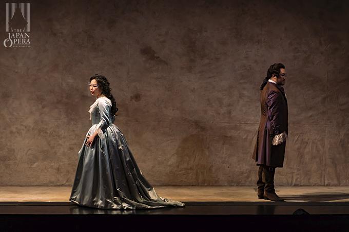 第3幕より アルマヴィーヴァ伯爵(井出壮志朗)、伯爵夫人(迫田美帆)